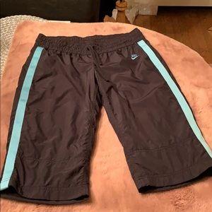 Nike Women's Lined Capri Pants Medium 8-10 EUC